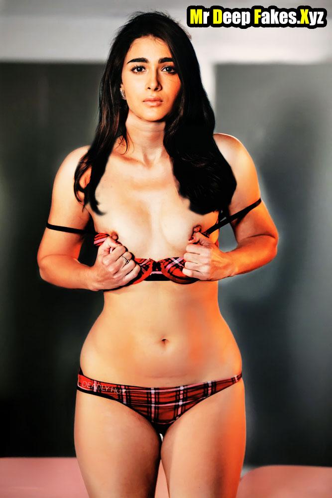 Hot Shalini Pandey Nude Bikini Boobs Nipple Showed